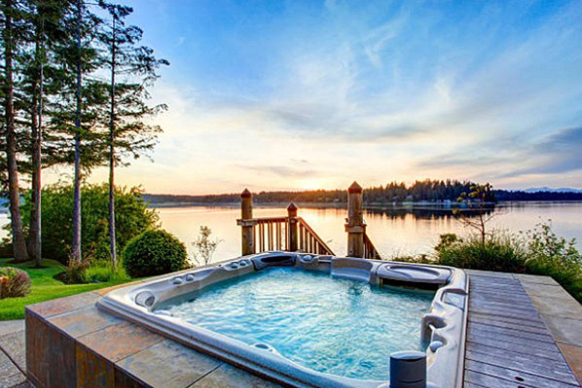 Hồ bơi jacuzzi ngoài trời