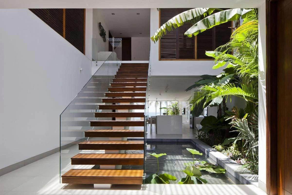 Mẫu nhà 2 tầng cầu thang ngoài trời